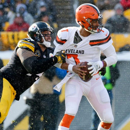 (AP Photo/Don Wright). Cleveland Browns quarterback DeShone Kizer (7) is sacked by Pittsburgh Steelers defensive end Tyson Alualu (94) during the first half of an NFL football game in Pittsburgh, Sunday, Dec. 31, 2017.