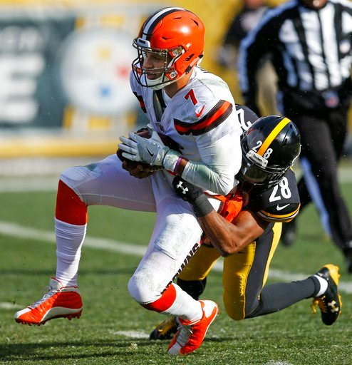 (AP Photo/Keith Srakocic). Cleveland Browns quarterback DeShone Kizer (7) is sacked by Pittsburgh Steelers strong safety Sean Davis (28) during the first half of an NFL football game in Pittsburgh, Sunday, Dec. 31, 2017.