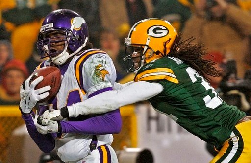 (AP Photo/Andy Manis, File). FILE - In this Jan. 9, 2005, file photo, Minnesota Vikings receiver Randy Moss catches a 34-yard touchdown pass in front of Green Bay Packers cornerback Al Harris during the fourth quarter of an NFC wild-card playoff footba...