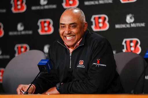 (AP Photo/John Minchillo). Cincinnati Bengals NFL football head coach Marvin Lewis smiles as he speaks during a news conference following an announcement that he will remain in his position for an additional two seasons, Wednesday, Jan. 3, 2018, in Cin...