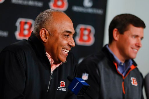 (AP Photo/John Minchillo). Cincinnati Bengals NFL football head coach Marvin Lewis, left, speaks alongside offensive coordinator Bill Lazor, right, during a news conference following an announcement that Lewis will remain in his position for an additio...
