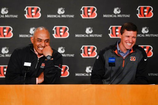 (AP Photo/John Minchillo). Cincinnati Bengals NFL football head coach Marvin Lewis, left, laughs alongside offensive coordinator Bill Lazor, right, during a news conference following an announcement that they will remain in their positions for an addit...