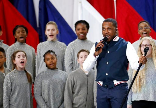 """(AP Photo/Matt York). Leslie Odom Jr. performs """"America the Beautiful"""" before the NFL Super Bowl 52 football game between the Philadelphia Eagles and the New England Patriots Sunday, Feb. 4, 2018, in Minneapolis."""