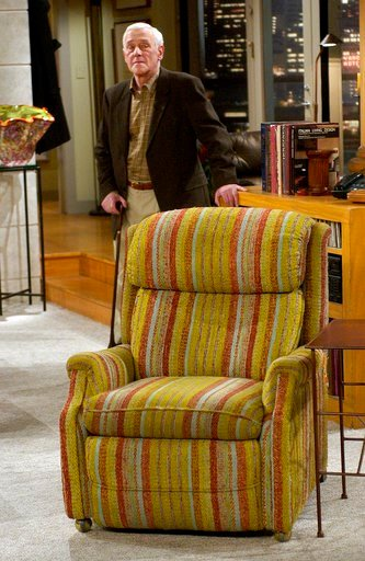 """(AP Photo/Reed Saxon, File). FILE - In this March 23, 2004 file photo, John Mahoney, who stars as Martin Crane, appears on the set during the filming of the final episode of """"Frasier"""" in Los Angeles. Mahoney's longtime manager, Paul Martino, said Mahon..."""