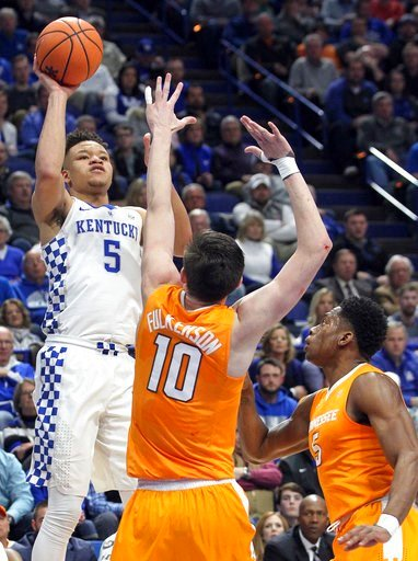 (AP Photo/James Crisp). Kentucky's Kevin Knox, left, shoots while defended by Tennessee's John Fulkerson (10) and Admiral Schofield (5) during the first half of an NCAA college basketball game, Tuesday, Feb. 6, 2018, in Lexington, Ky.