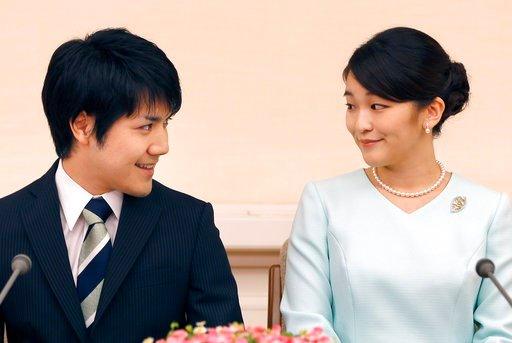 (AP Photo/Shizuo Kambayashi, Pool, File). FILE - In this Sept. 3, 2017, file photo, Japan's Princess Mako, the elder daughter of Prince Akishino and Princess Kiko, and her fiance Kei Komuro, look at each other during a press conference at Akasaka East ...