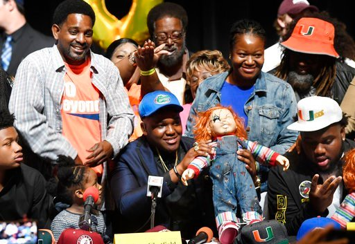 (Taimy Alvarez/South Florida Sun-Sentinel via AP). Andrew Chatfield, center, announces he's signing with the University of Florida on national signing day, Wednesday, Feb. 7, 2018, in Plantation, Fla.