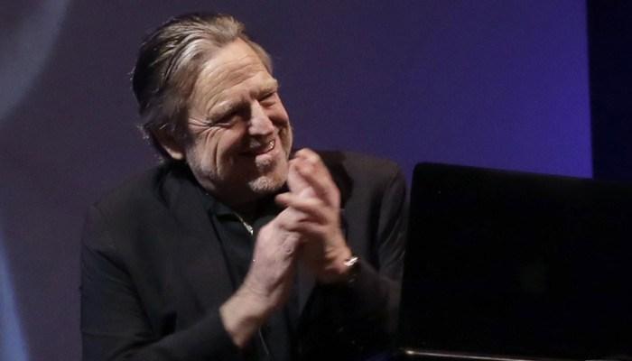 Former Grateful Dead lyricist and cyber civil liberties organization founder John Perry Barlow has died. (Source: Richard Drew/AP)