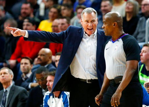 (AP Photo/Andy Clayton-King). Houston Rockets coach Mike D'Antoni argues a call with official Derrick Collins (11) during the fourth quarter of the team's NBA basketball game against the Minnesota Timberwolves on Tuesday, Feb. 13, 2018, in Minneapolis....