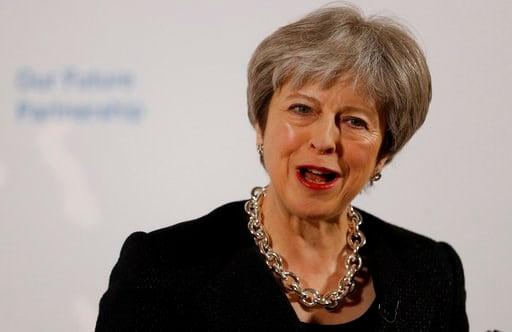 """(Peter Nicholls/Pool Photo via AP). La primera ministra británica Theresa May habla desde la Mansion House, la residencia del alcalde de Londres, viernes 2 de marzo de 2018. May dijo a los británicos que deberán enfrentar la """"dura realidad"""" del Brexit,..."""