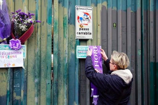 (Maurizio Degl'Innocenti/ANSA via AP). A woman leaves a Fiorentina scarf outside the Artemio Franchi stadium to honor Fiorentina captain Davide Astori, in Florence, Italy, Sunday, March 4, 2018. Fiorentina captain Davide Astori has died, the club has a...