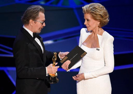 """(Photo by Chris Pizzello/Invision/AP). Jane Fonda, right, presents Gary Oldman with the award for best performance by an actor in a leading role for """"Darkest Hour"""" at the Oscars on Sunday, March 4, 2018, at the Dolby Theatre in Los Angeles."""