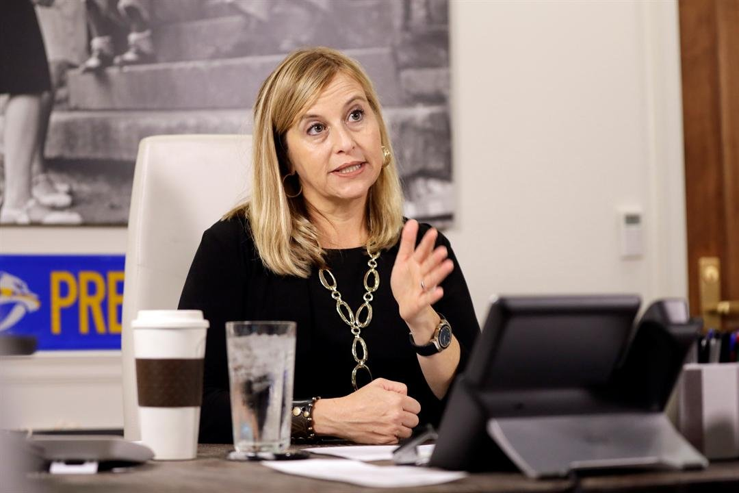 A month after she admitted to an extramarital affair with her then-bodyguard, Nashville Mayor Megan Barry has pleaded guilty to theft of property. (Source: AP Photos)