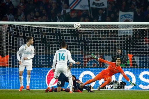(AP Photo/Francois Mori). Real Madrid's Casemiro scores his side's second goal during the round of 16, 2nd leg Champions League soccer match between Paris Saint-Germain and Real Madrid at the Parc des Princes Stadium in Paris, Tuesday, March 6, 2018.