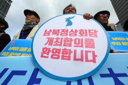 "(AP Photo/Ahn Young-joon). Demonstrators stage a rally to support the planned two Koreas summit in Seoul, South Korea, Thursday, March 8, 2018. South Korea's president said Thursday that many ""critical moments"" still lie ahead to end the nuclear crisis..."