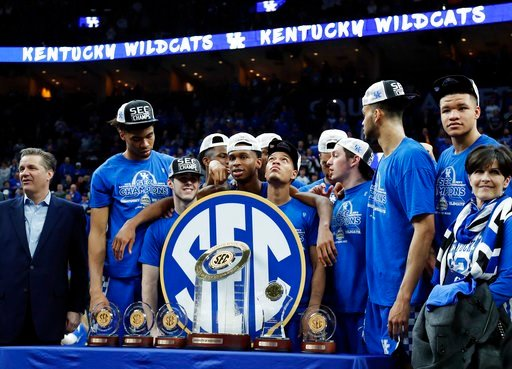 (AP Photo/Jeff Roberson). Kentucky head coach John Calipari, left, and his players accept their trophies after beating Tennessee in an NCAA college basketball championship game at the Southeastern Conference tournament Sunday, March 11, 2018, in St. Lo...