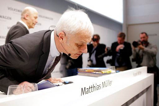 (AP Photo/Markus Schreiber). VW group CEO Matthias Mueller, front, and CFO Frank Witter, back ground left, arrive for the annual media conference of the Volkswagen group, in Berlin, Germany, Tuesday, March 13, 2018.