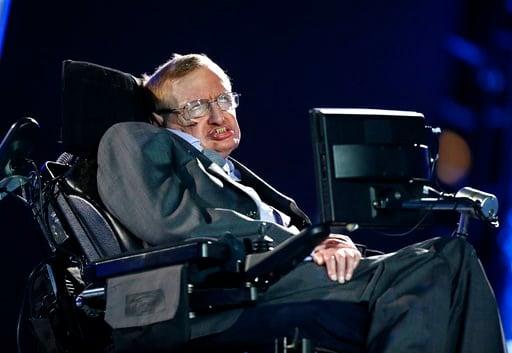 (AP Foto/Matt Dunham, Archivo). En esta imagen del 29 de agosto de 2012, el físico británico Stephen Hawking, durante la ceremonia inaugural de los Juegos Paralímpicos de Londres 2012.