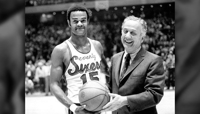 In this Jan. 29, 1971, file photo, Hal Greer (15), of the Philadelphia 76ers, accepts a ball from Sixers owner Irv Kosloff after Greer reached 20,001 points during a basketball game against the Milwaukee Bucks in Philadelphia, Pa. (AP Photo/File)