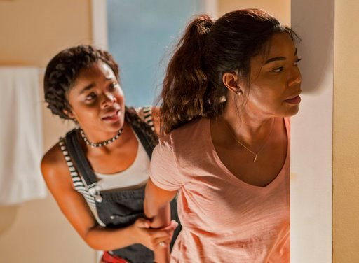 """(Paul Sarkis/Universal Pictures via AP). This image released by Universal Pictures shows Ajiona Alexus, left and Gabrielle Union in """"Breaking In."""""""