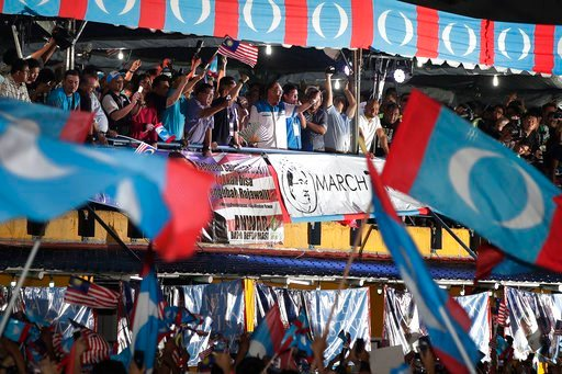 """(AP Photo/Andy Wong). Malaysia's reformist icon Anwar Ibrahim, center, gestures to his supporters during a rally in Petaling Jaya, Malaysia, Wednesday, May 16, 2018. Ibrahim celebrated a """"new dawn"""" for Malaysia after he was given a royal pardon and fre..."""