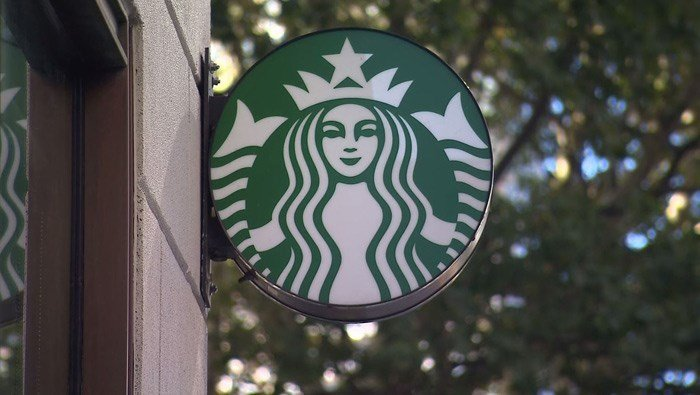 Starbucks says it will stop offering plastic straws in its stores globally by 2020. (Source: KCTV, KCAL_KCBS, CNN)