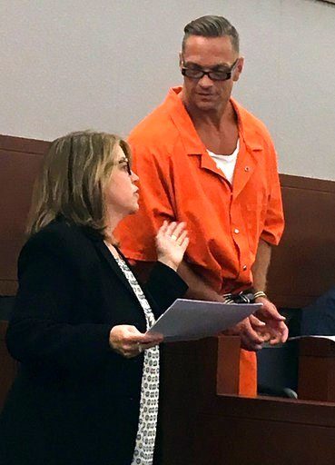 (AP Photo/Ken Ritter, File). FILE - In this Aug. 17, 2017, file photo, Nevada death row inmate Scott Dozier, right, confers with Lori Teicher, a federal public defender involved in his case, during an appearance in Clark County District Court in Las Ve...