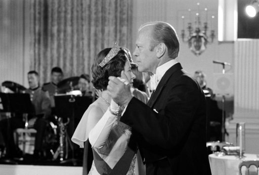(AP Photo/John Duricka, File). FILE - In this file photo dated July 7, 1976, U.S. President Gerald Ford dances with Britain's Queen Elizabeth II in the State Dining Room at the White House, following a State Dinner in the queen's honor. US President  D...
