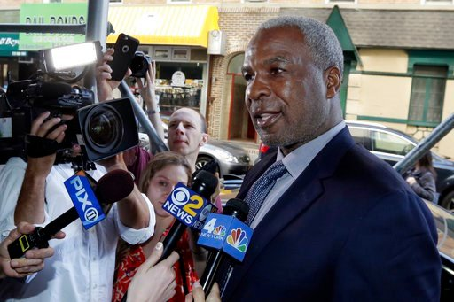 (AP Photo/Richard Drew, File). FILE - In this April 11, 2017, file photo, former New York Knicks star Charles Oakley talks to the press after an appearance in Manhattan Criminal Court, in New York. Casino regulators in Nevada are accusing former New Yo...