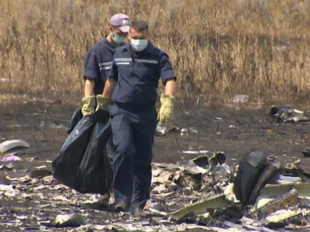 Plane crash bodies removed from war zone