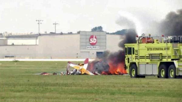 Wing walker, pilot die in crash at Ohio air show - KCTV5